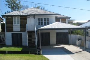 Hip Roof Carport supplied in Brisbane with Zincalume Roof and Colorbond trim.